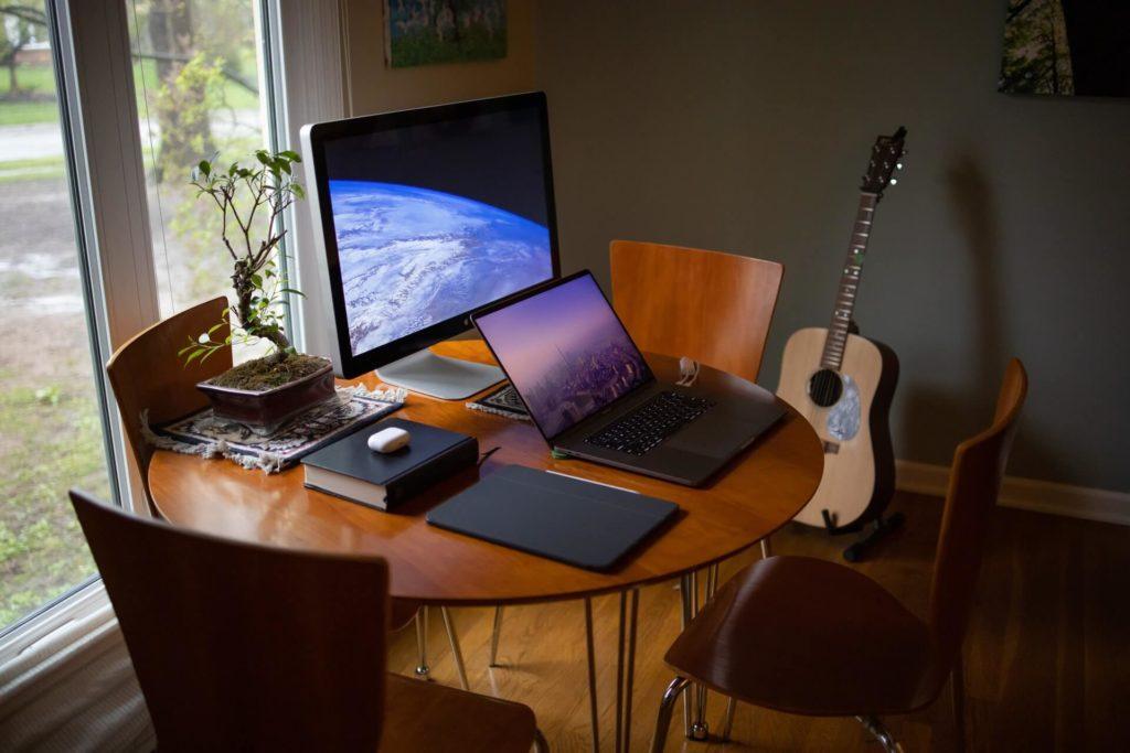 資格スクエア司法試験予備試験講座を受講するパソコン